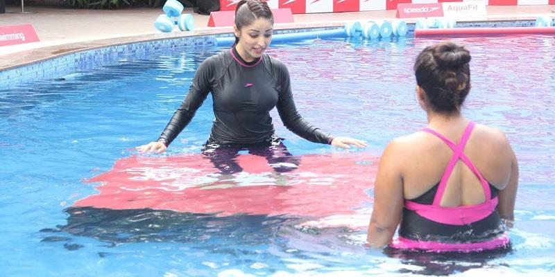 yami-gautam-hot-yoga-in-water